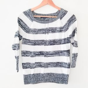 American Eagle Outfitters sweater 3/4 sleeve